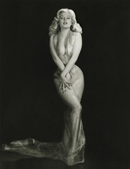betty brosmer gveLh1qed8s5o1_500[1]