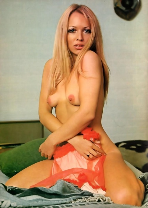Ex hearsay singer suzanne shaw strips naked
