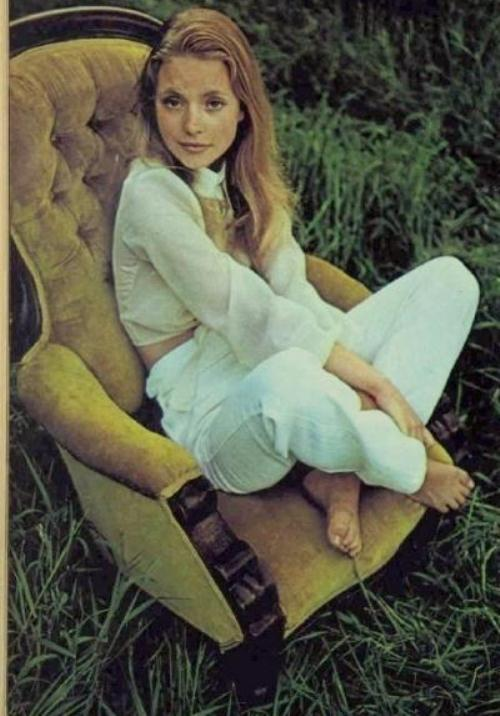 JudiBowker-TheAustralianWomensWeekly14thApril1971b-Photos1and4