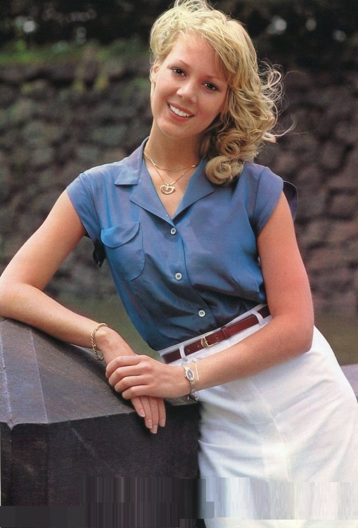 lynn-holly-johnson-tracy-hyde-1979-jpn-pinup-picture
