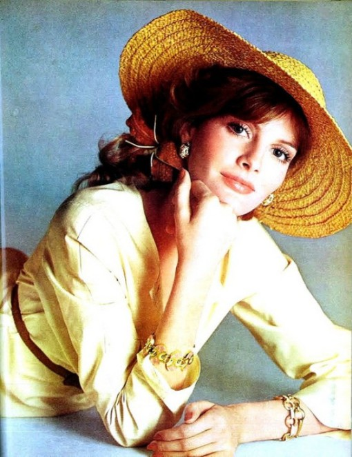 renee-russo-oscar-dela-renta-creamy-yellow-shirtdress-photo-by-avedon-vogue-may-1974
