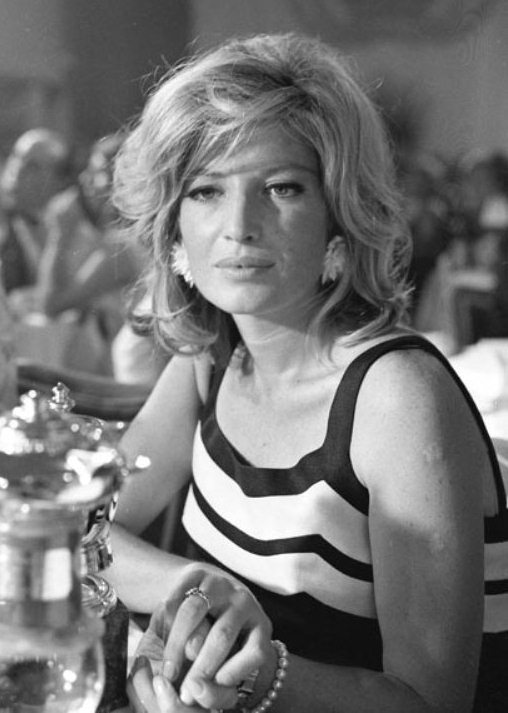 monica-vitti-1966-cannes-o-643