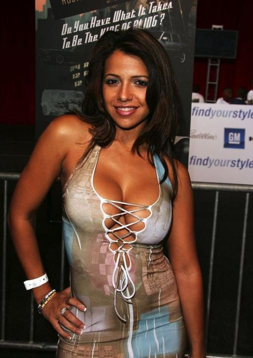 vida-guerra-deadly-curves-vida-guerra-hot-show-3